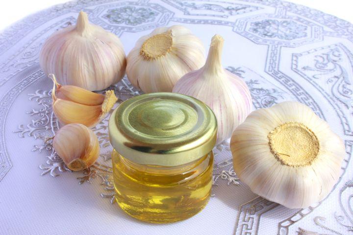Польза и вред меда с чесноком