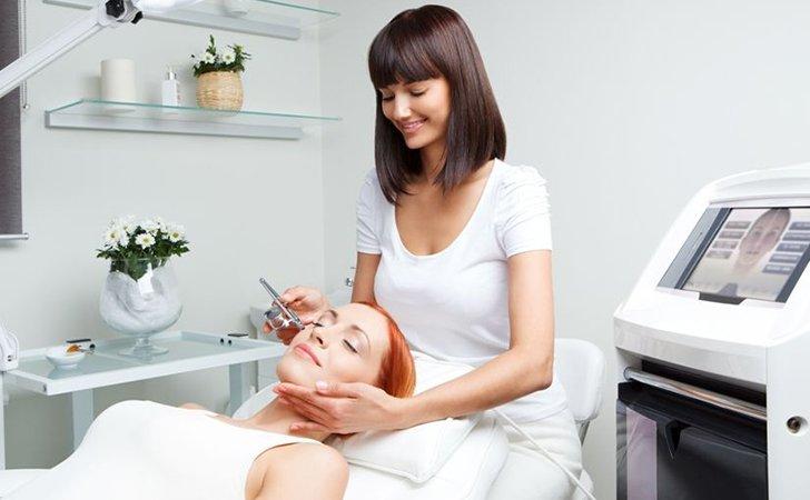 Косметологи считают, что хирургия помогает лучше всего от глубоких морщин