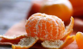 Миниатюра к статье Можно ли есть кожуру мандарина и зачем это делать?