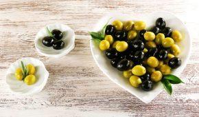 Миниатюра к статье Оливки и маслины: в чем разница между ними и что полезнее? Что скрывается за названиями?