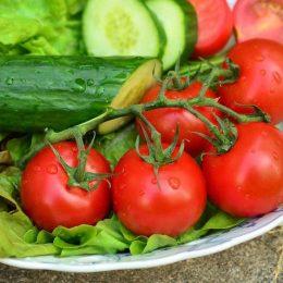 Почему нельзя сочетать помидоры с огурцами