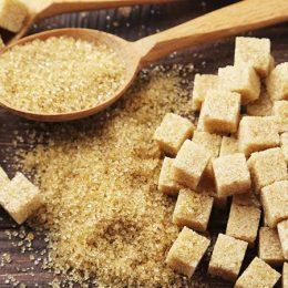 Какой сахар лучше: тросниковый или обычный