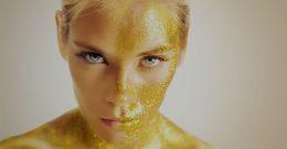 Золотая маска для лица дествие