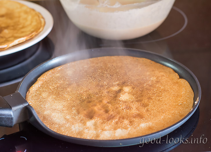 Жарить блины на сковороде с антипригарным покрытием