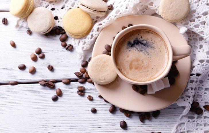 Кофе с кофеином в чашке