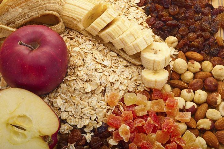 Фрукты, орехи, изюм