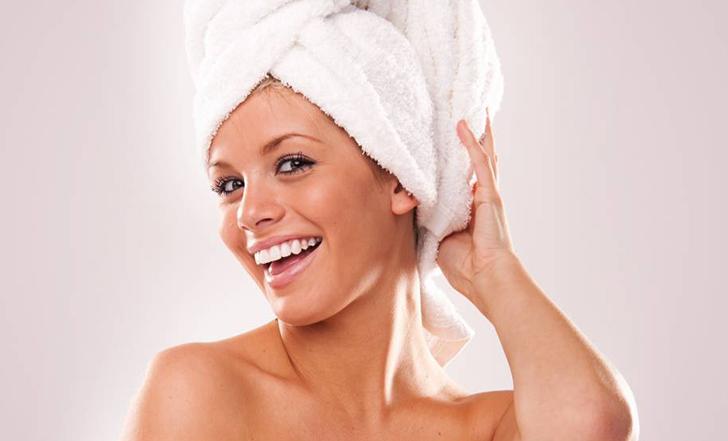 Мыть волосы вечером — да или нет