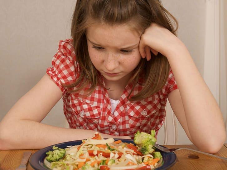 Ребенок не хочет есть салат