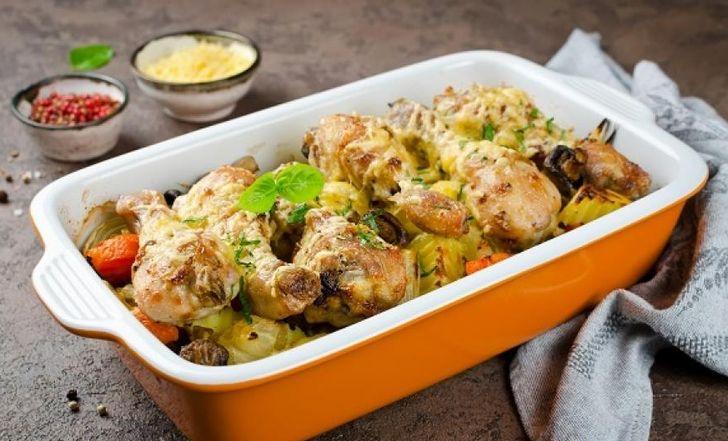 Овощи, запеченные в духовке с курицей