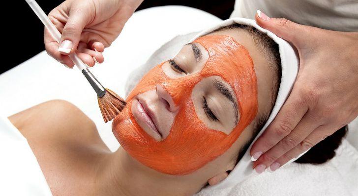 Оранжевая морковная маска с крахмалом