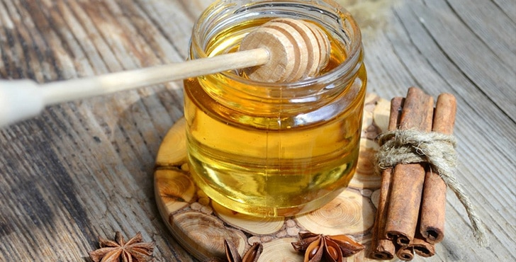 Смесь мёда и корицы