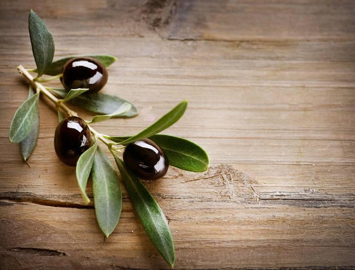 Оливки черного цвета