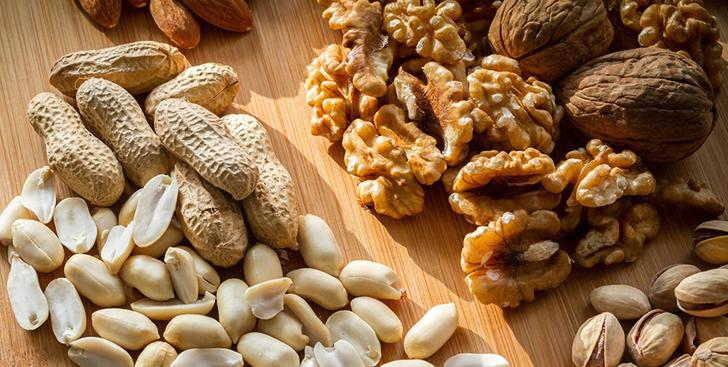 Почему полезно есть орехи