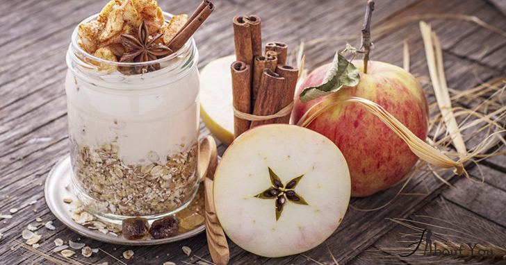 Овсянка с яблоком и корицей