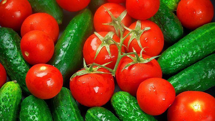 Почему нельзя смешивать огурцы с помидорами