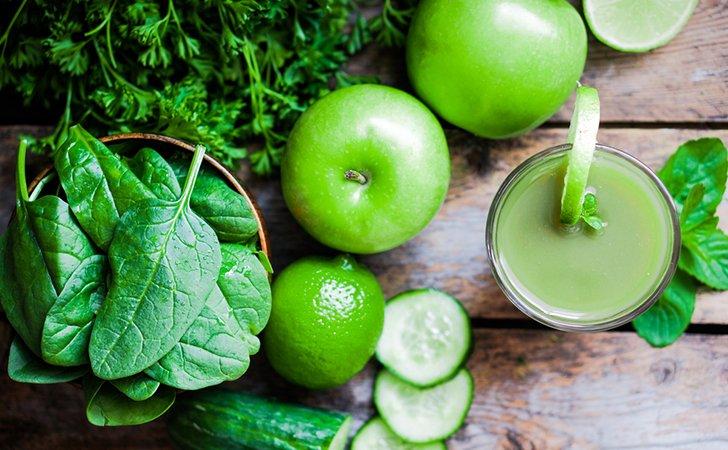 Фрукты, соки с мякотью, зелень - отличная замена рафинированным продуктам