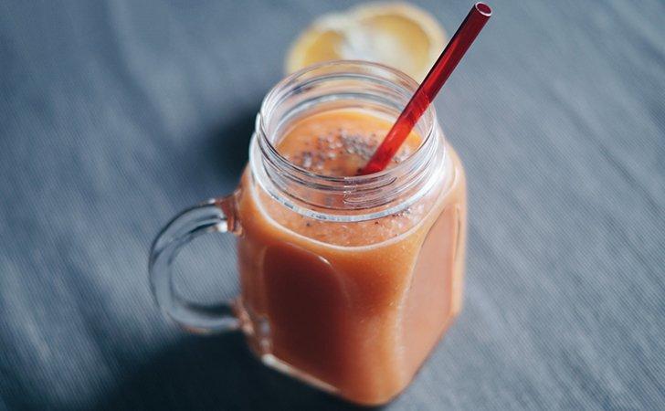 Витаминный фреш с морковным соком и семенами льна