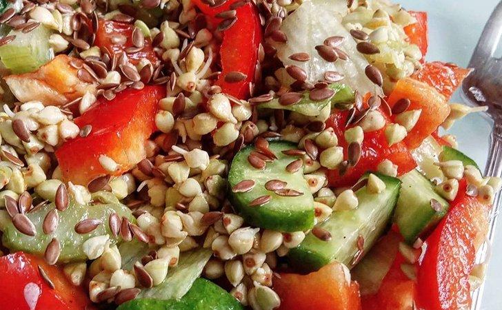 Овощной салат с добавлением семян льна