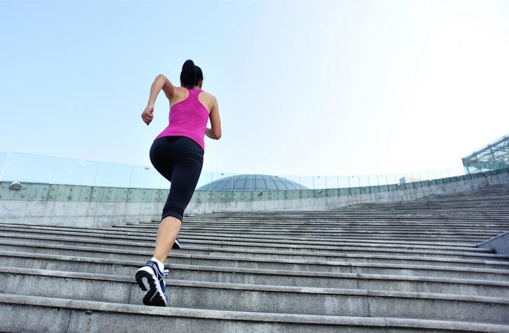 Ходьба по лестнице вверх
