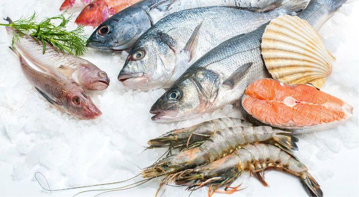Красная рыба и лангустины