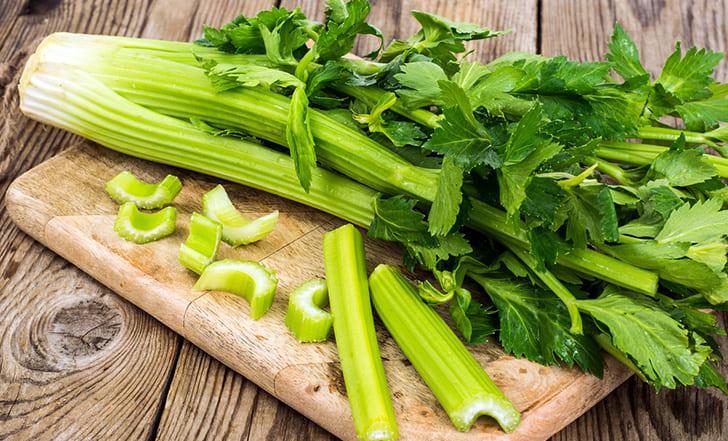 Низкокалорийный овощ сельдерей